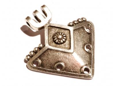 masivní kovový přívěsek